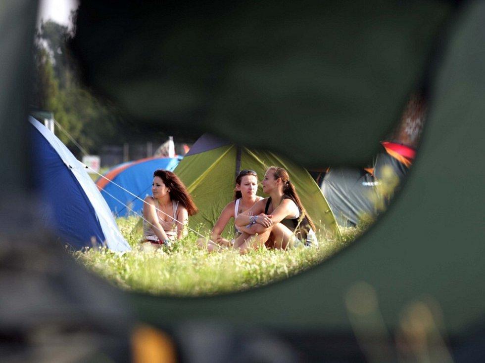 Návštěvníci hudebního festivalu Rock for People.