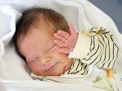 Tadeáš Doležal se narodil 4. května v 9.54 hodin. Měřil 48 centimetrů a vážil 2670 gramů. S maminkou Kateřinou Veselou a tatínkem Zdeňkem Doležalem bydlí v Plotištích nad Labem.