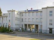 Původní vjezd, nyní vstup do Fakutlní nemocnice Hradec Králové.