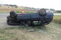 Opilý řidič skončil s autem na střeše