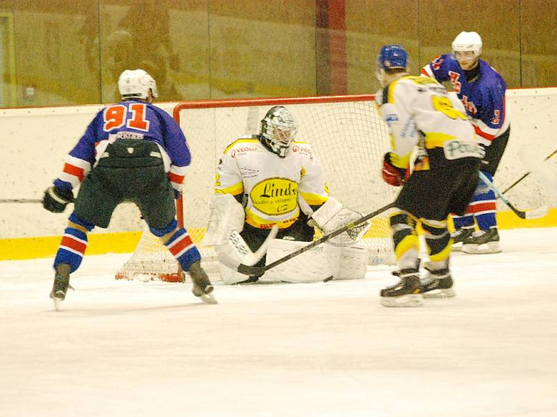 Krajská hokejová liga - čtvrtfinále play off: Stadion Nový Bydžov - HC Jičín.