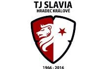 Logo TJ Slavia Hradec Králové s letopočtem.
