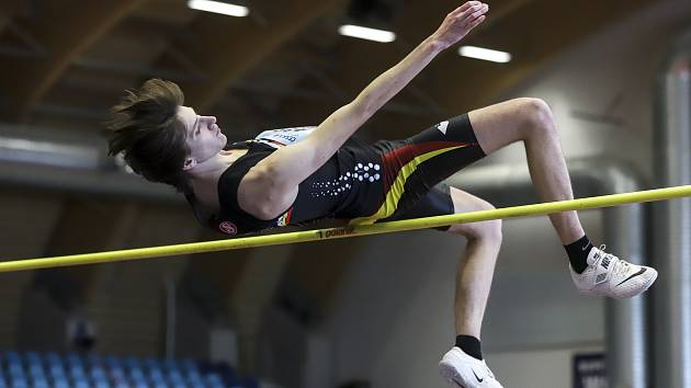 Hradecký výškař Jakub Bělík získal na halovém MČR juniorů a dorostenců v Ostravě zlatou medaili.