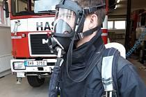 Dobrovolní hasiči z Lochenic dostali nové dýchací přístroje