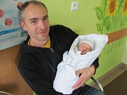 ELIŠKA LAŇAROVÁ se narodila 31. října v 16.27 hodin. Měřila 48 cm a vážila 3060 g. Velmi potěšila rodiče Markétu a Miroslava Laňarovy z Hořic v Podkrkonoší. Doma se těší sestřička Anežka.