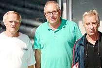Na snímku v rámci setkání ve městě pod Bílou věží zleva Jan Zářecký, ředitel turnaje tenistů na LTC Hradec Králové, Manfred Drexler a Jan Klíma.