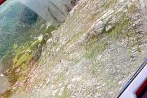 Turisté uvízli v nebezpečném terénu Velké Studniční jámy.