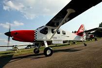 Slavnostní křest ve čtvrtek 27. srpna absolvoval na hradeckém letišti nový dopravní letoun SMG–92 Finist vyráběný v Česku.