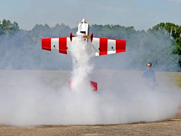 Modelářský den představil RC modely letadel, vrtulníků či aut.