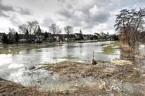 Zaplavená pole v Nechanicích, úterý 2. března 2010.