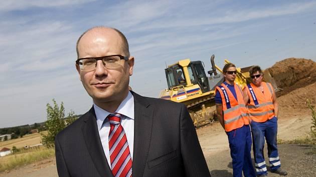 Zahájení dostavby dálnice D11 u Hradce Králové.