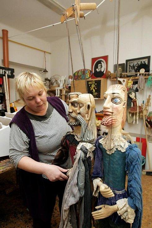 Divadlo Drak: Irena Ducháčová chystá pro nové muzeum loutek první exponáty.