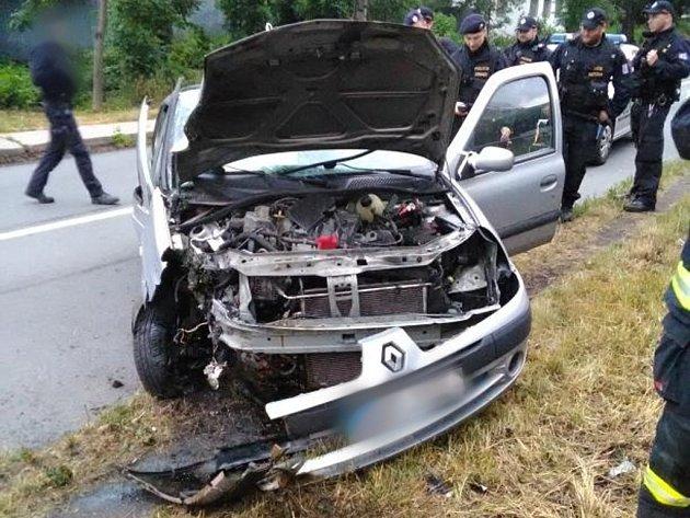 Havárie osobního automobilu vhradecké ulici Za Škodovkou.