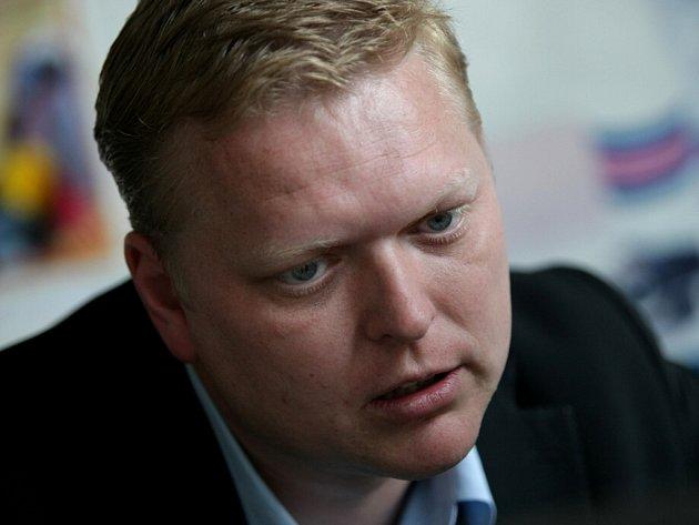 Pavel Bělobrádek při on-line rozhovoru se čtenáři v redakci Deníku.