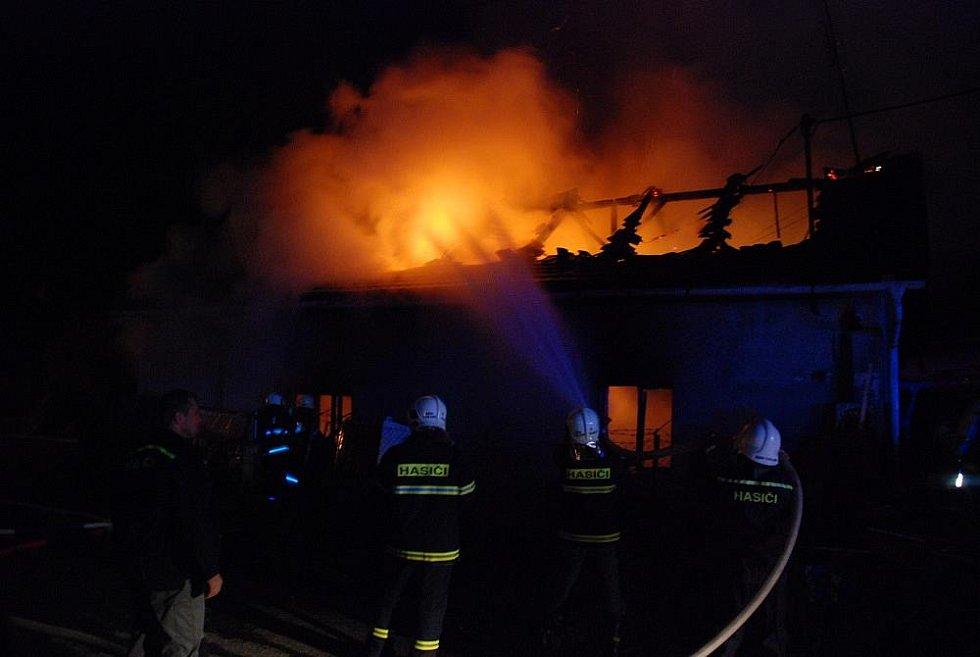 Požár rodinného domu v Nedělištích.