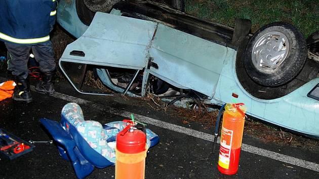 Dopravní nehoda u Ronova nad Doubravou (16. listopadu 2010).