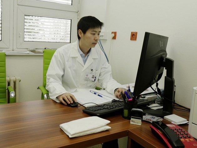 Čínský lékař Wang Bo, Ph.D.