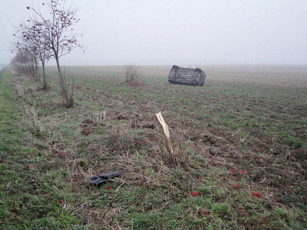 Havárie osobního automobilu mezi Černilovem a Libranticemi.