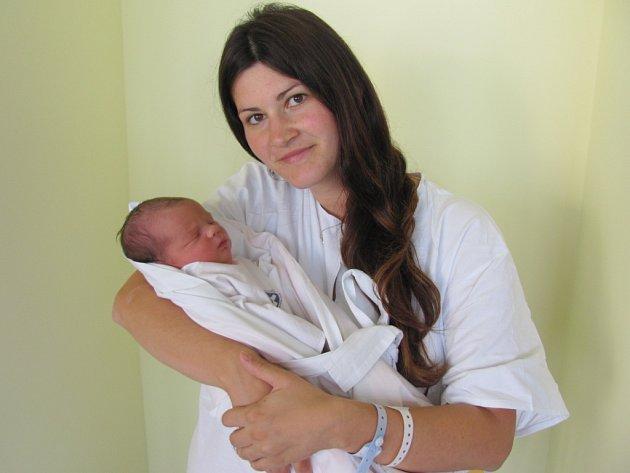 JAN BAŤKA  se narodil 12. září ve 20.04 hodin. Vážil 3830 gramů a měřil 54 centimetrů. Radost z něj mají rodiče Lenka Tomšová a Jan Baťka z Hradce Králové.