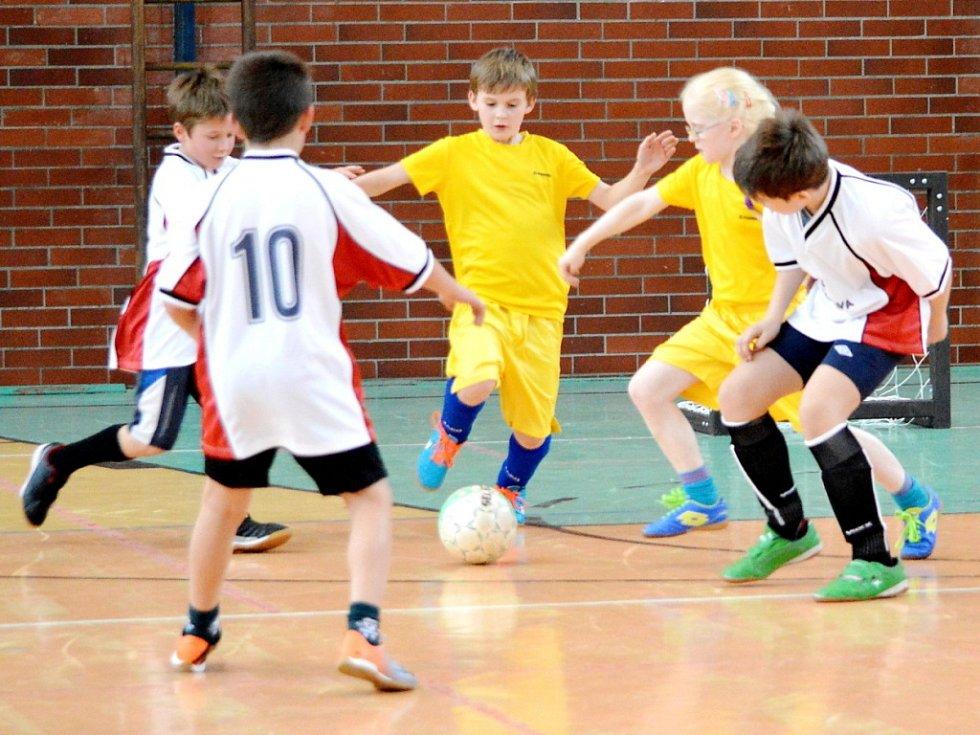 Turnaj v mikrofutsalu týmů základních škol ve smiřické tělocvičně.