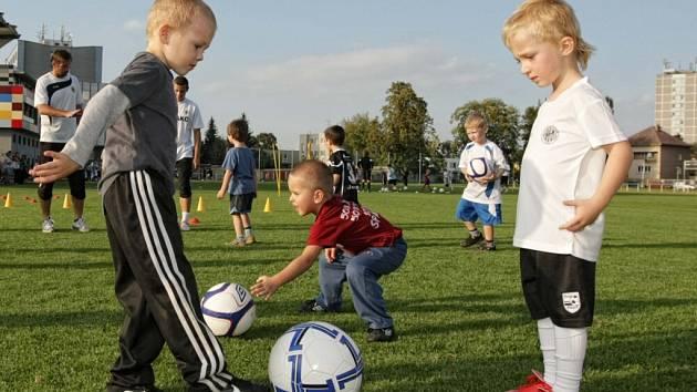 Nábor malých fotbalistů na hradecké Bavlně.
