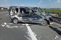 Na D11 se při nehodě zranili dva lidé.