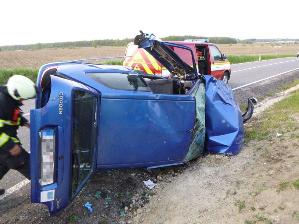 Dopravní nehoda dvou osobních automobiů mezi Černilovem a Výravou.