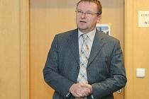 V budově fakulty informatiky a managementu se 2. prosince uskutečnila panelová diskuze na téma Ulrichův NE-POMNÍK. Kam s ním?