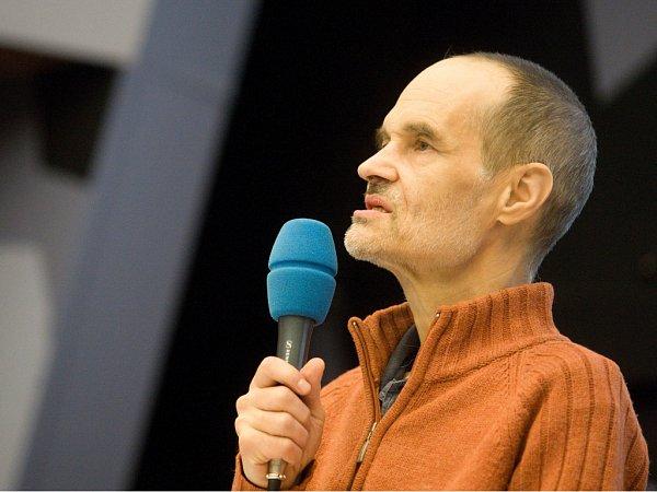 Karel Nešpor při přednášce pro studenty Univerzity Hradec Králové.