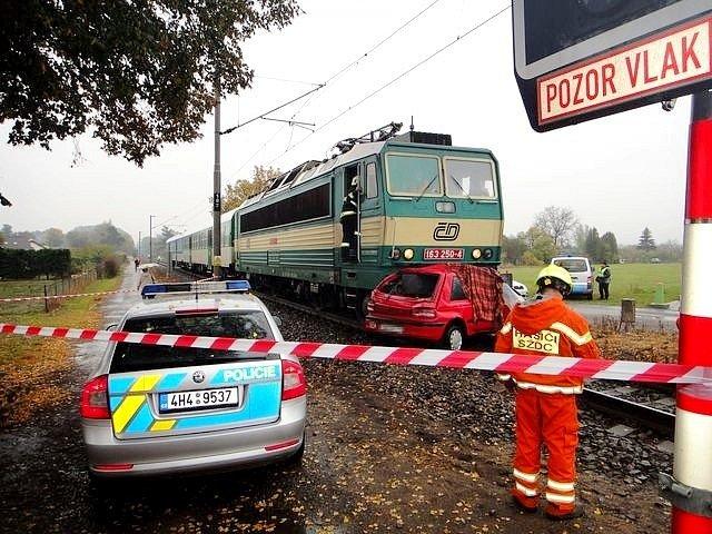 Srážka vlaku s autem. Ilustrační fotografie.
