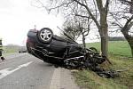 Havárie osobního automobilu poblíž obce Sadová.