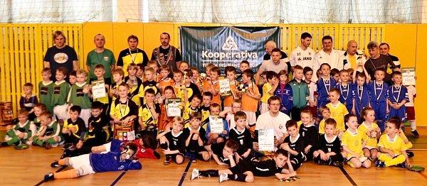 Účastníci metodického halového turnaje pro nejmladší adepty fotbalu.