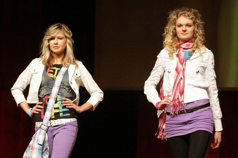 Módní  přehlídka Vogue 2009 předvedla v Hradci Králové velkolepou show v hollywoodském stylu.