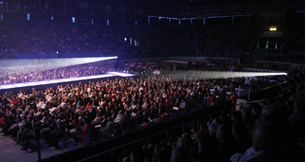 Karel Gott tour 2013 na zimním stadionu v Hradci Králové.