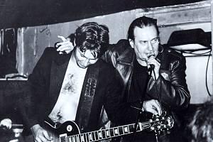 Malíř, textař a zpěvák Milan Langer (vpravo).