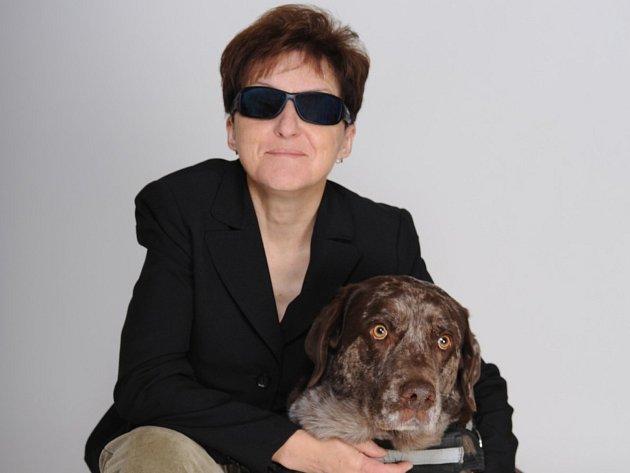 Renata Moravcová z Dobrušky se svým čtyřnohým pomocníkem.