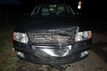 Nehoda a následné ujetí: řidič nadýchal přes tři promile.