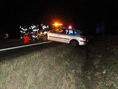 Dopravní nehoda dvou osobních automobilů u odbočky na Světí.