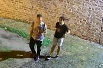 Poznáte mladíky, které zachytila bezpečnostní kamera?