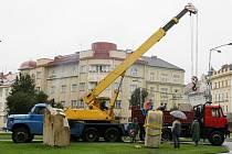 Pískovcové sochy na rok ozdobí hradecké nábřeží
