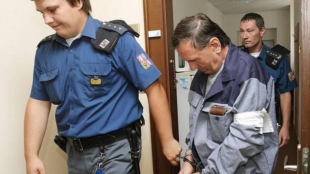 Krajský soud zamítl žádost o povolení obnovy trestního řízení, kterou podal Ladislav Svitek z Ostravy, jemuž stejný soud v květnu 2007 uložil desetiletý trest vězení za pokus vraždy.