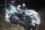 Nehoda osobního auta s autobusem.