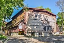 Dřevěnka v parku u Střelnice v Hradci Králové.