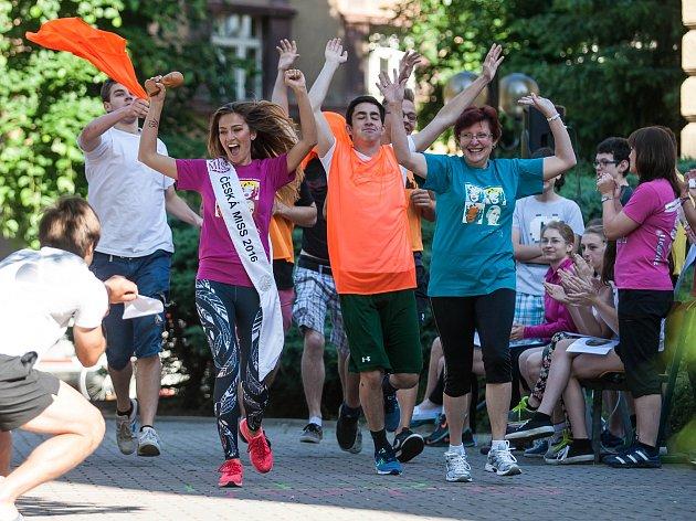 Charitativní běh pro Michalku Zahradníkovou, holčičku se zvláštní nemocí připomínající mozkovou obrnu a svalovou hypotonii, podpořila i Česká Miss 2016 Andrea Bezděková.