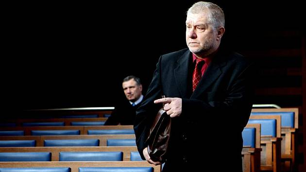 Jaroslav Soušek z Hradce Králové (na obrázku), Jaroslav Žák z Dobříše, Pavol Karvay z Čankovic obžalovaní za podvod při obchodování se semenem řepky olejné.