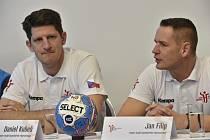 Odvoláni! Trenéři Daniel Kubeš (vlevo) a Jan Filip skončili u reprezentace házenkářů.