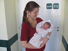 JAN SEJKORA se narodil ve čtvrtek 5. března přesně v 10.41 hodin. Svými 50 centimetry a 3380 gramy rozradostnil maminku Lucii a tatínka Petra z Olešnice.