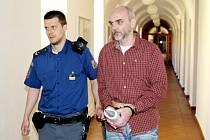 Z hlavního líčení s Jaroslavem Novákem, který při havárii v hradecké Habrmanově ulici usmrtil dvě malé děti.