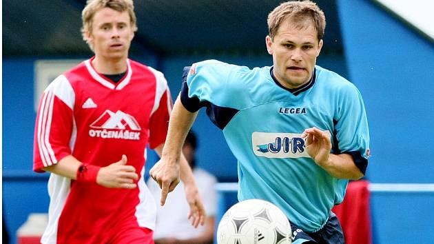 Zdeněk Fejfar (vpravo) v loňské sezoně oblékal dres Převýšova.
