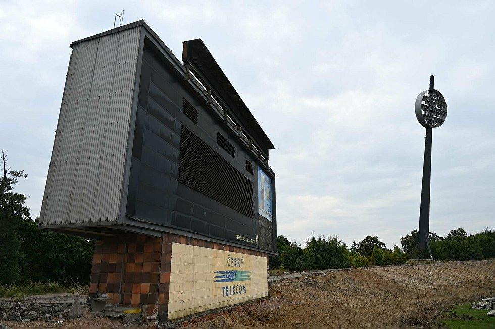 Podívejte se, jak pokračují demoliční a přípravné práce před stavbou nového multifunkčního stadionu.